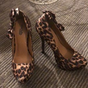 Leopard print platform heels with side bow. NEW